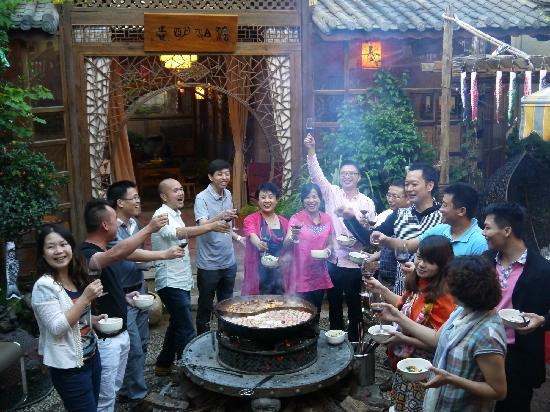 Shuhe Jinli Inn: 吃火锅
