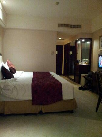 King Kowloon Hotel: 大床间