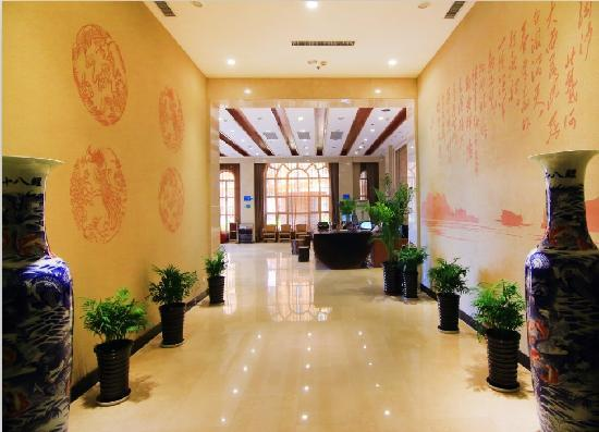 Sunny Inn: 大厅走廊