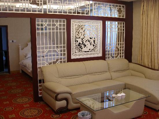 Victoria International Hotel: 大床套房客房