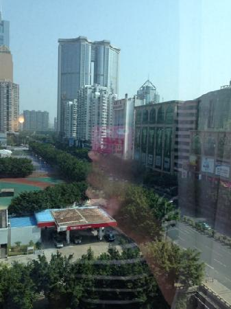 Motel Guangzhou Tianhe Sports Center Linhe West Metro Station: 从窗户看出去的街景