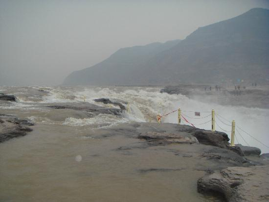 Hukou Waterfall: 壶口瀑布来水方向