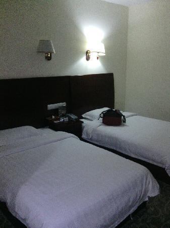 Airport Pearl Hotel: 床