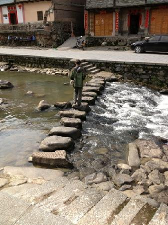 Ta'xia Village : 溪流在村中淌过