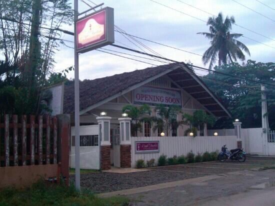 Purple Fountain  Inn: 外景门面