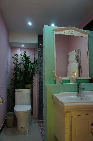 Lantaiyuan Boutique Inn: 卫生间很有格调,分区也很合理,干湿分离是最好的了。