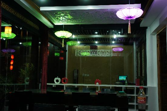 Lantaiyuan Boutique Inn: 餐厅的吊顶蛮有趣,老板娘说是以前的墙板做的