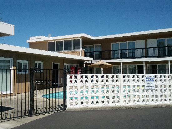 Coronet Motel: motel