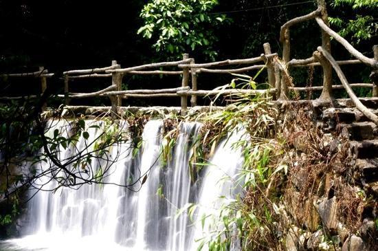 Shuanglong Pond: 双龙潭