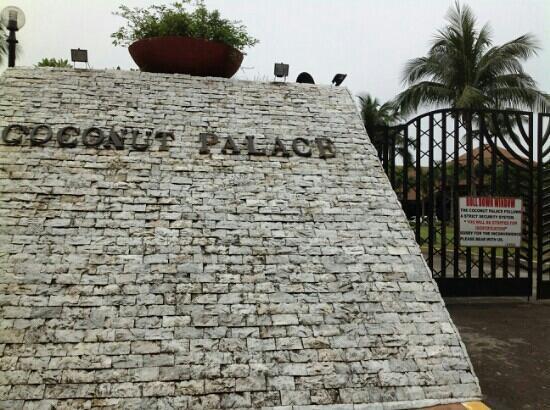 Coconut Palace: 门口