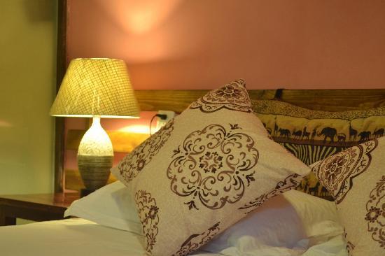 Yangshuo Sunvalley Hotel: 房间床