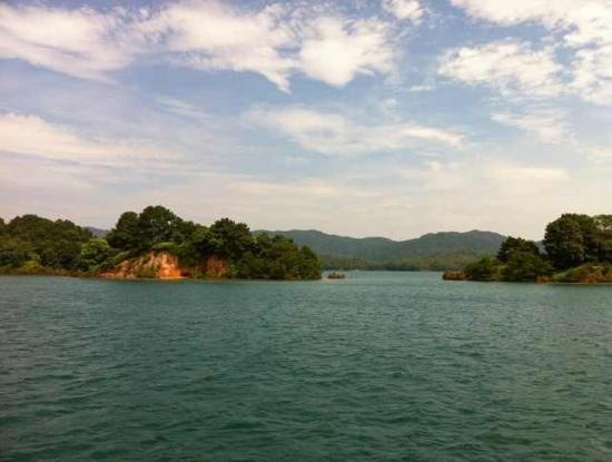 Wanlv Lake: 万绿湖