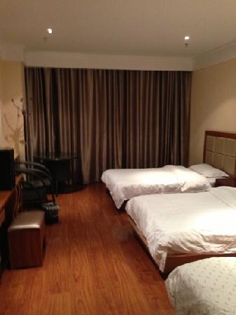 Qiyu Hotel: 商务三人间