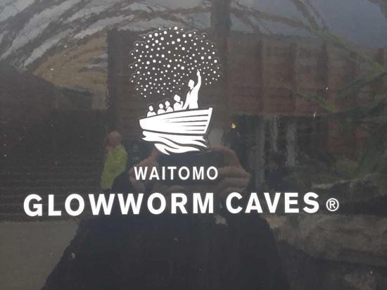 Te Anau Glowworm Caves: v