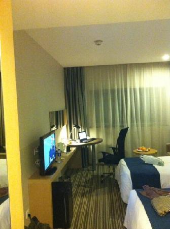 Holiday Inn Express Shanghai New Hongqiao: 房间