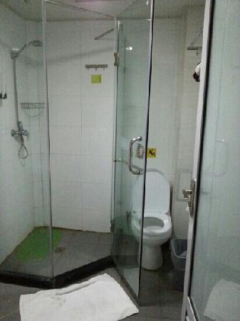 7 Days Inn Qingdao Railway Station: 浴室
