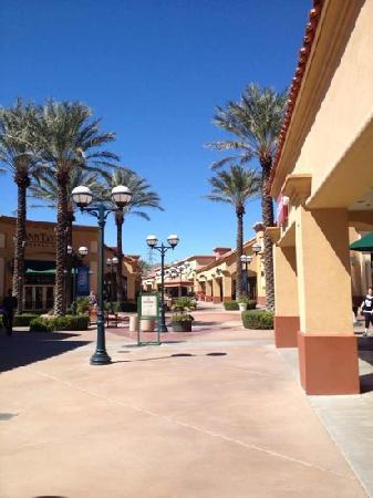 Desert Hills Premium Outlets: outlet