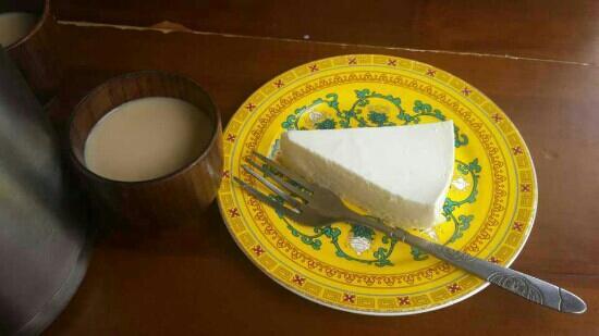 LaSa Dio Coffee (Bu DaLa Gong Plaza): 甜茶+酸奶蛋糕