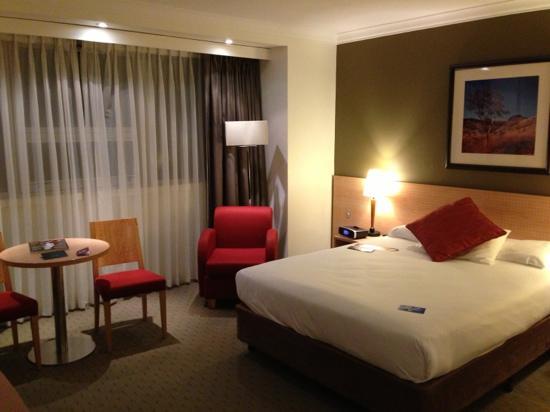 Mercure Perth: 房间装修简洁现代,比较新