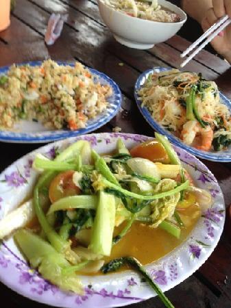 Lam Tong: 海鲜炒饭 虾肉炒粉 炒青菜
