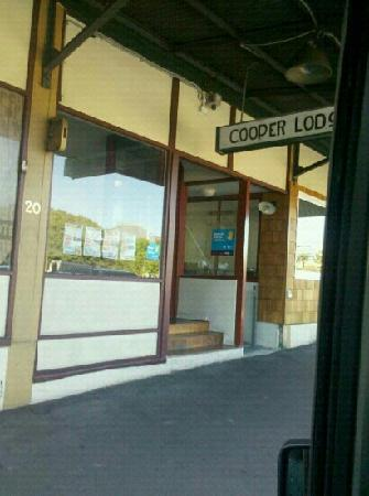 Cooper Lodge Hotel : 门口