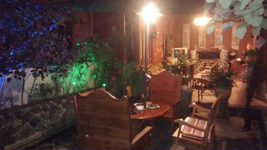 Hongfangzi Youth Hostel: 酒醉的地方
