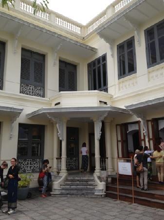 Queen Sirikit Museum of Textiles: 出口