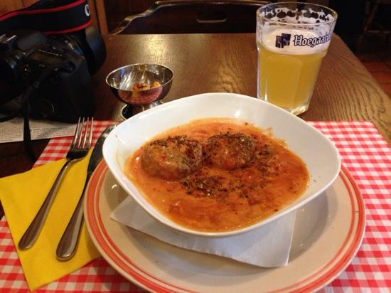 Le Temps D'une Pose: Meatballs with special sauce;)