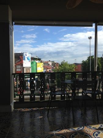 Starbucks - Tha Pae Gate