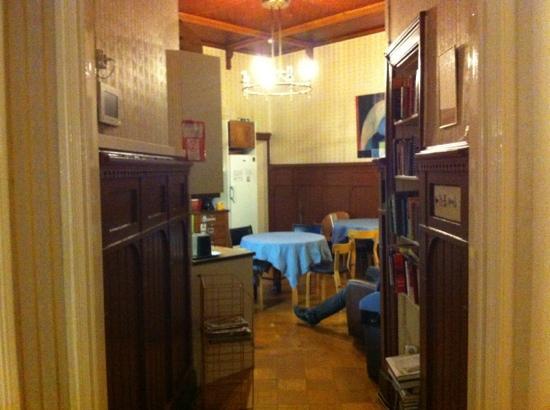 Hostel Diana Park: 厨房餐厅