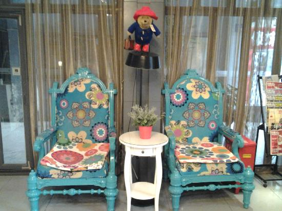 Jinjiang Inn Xi'an Zhonglou Luomashi: 大堂的沙发