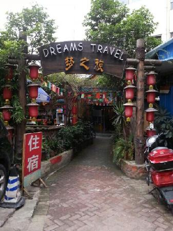 Dreams Travel International Youth Hostel : 门口