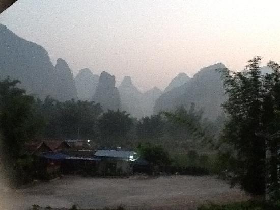 Yangshuo Phoenix Pagoda Fonglou Retreat : 酒店阳台观看到的美景