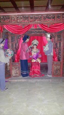 Dehuatang Chinese Ancient Bed Museum: 土司嫁女,土司女儿哭嫁