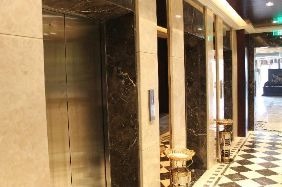 Best Western Grand Hotel Zhangjiajie: lift
