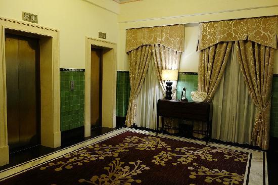 Fairmont Peace Hotel: 客房楼层电梯