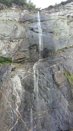 Lushan Waterfalls: 细流
