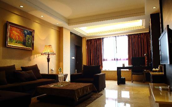 Xiangrui Hushang Hotel: 套房客厅