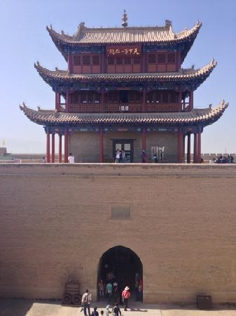 Jiayuguan Fortress: 天下第一雄关