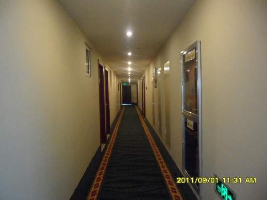 GreenTree Inn Jiangdu Longcheng Road Express Hotel: 走廊