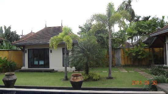 Two Villas Holiday, Oriental Style Layan Beach: lawn