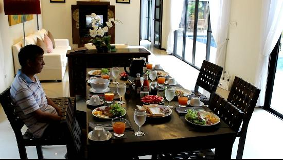 Two Villas Holiday, Oriental Style Layan Beach: breakfast