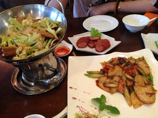 ZaoZiShu (JiangNing): 有荤菜的口味