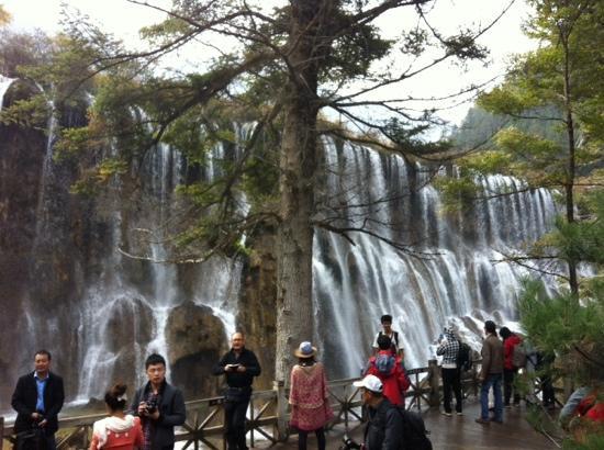 Nuorilang Waterfall: 瀑布
