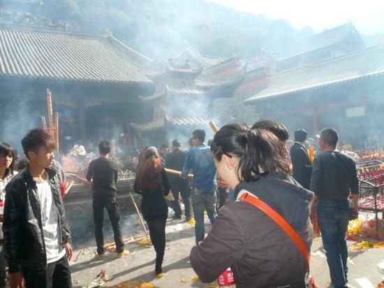 Xichang Lingshan Temple : 香火