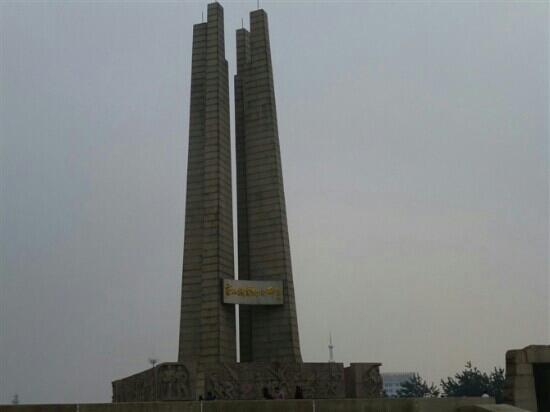 Tangshan Earthquake Memorial Hall: 远观