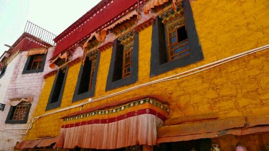Langba Langzeng Temple