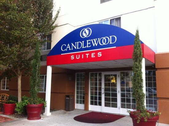 Candlewood Suites North Orange County: 正门