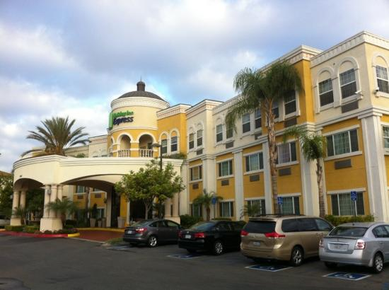 Holiday Inn Express Garden Grove: 正门