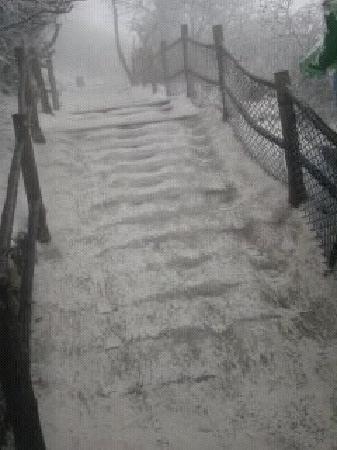 Leidong Ping : 上山的冰路